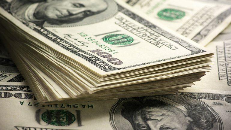Dólar abre la semana en 15.37 pesos