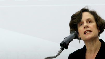 Francia da a Denise Dresser la Legión de Honor por defender libertad de expresión