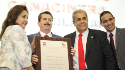 Reconocen trabajo de Manjarrez Impresores con el 'Mérito Industrial 2014'