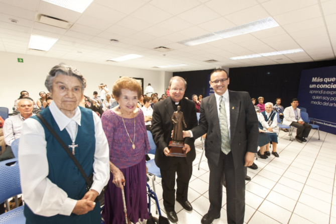 Presentan vida y obra del obispo migrante