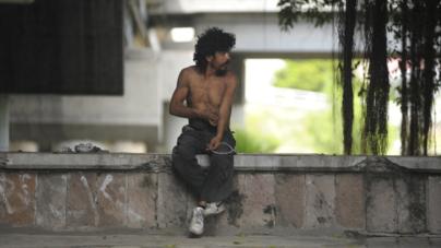 Los hijos de la calle | El mal de los vagabundos: brutalidad e indiferencia policial