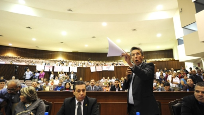 """Pide diputado """"descongelar"""" 735 iniciativas que se mantienen sin dictaminar"""