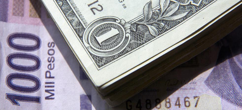 Dólar sigue imparable y llega a los 17.25 pesos