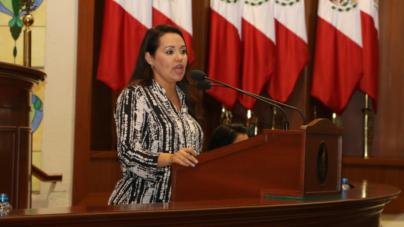 Ridiculiza Sandra Lara puntos de acuerdo que emite el Congreso
