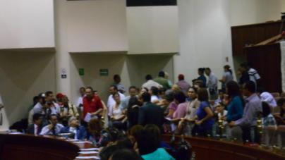 Agreden a Sandra Lara por discusión de Ley de Niños