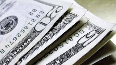 Desmayo de Clinton pone a temblar al peso | Dólar se vende en $19.40