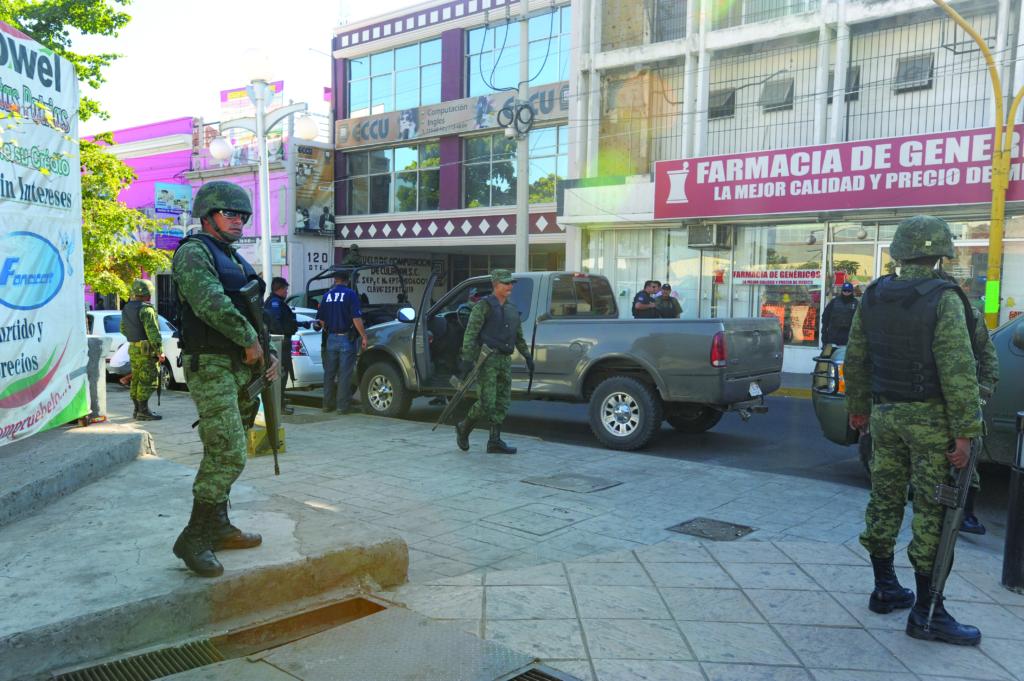 24/Diciembre/2010 Militares hacen realiazan un operativo en pleno centro de la ciudad