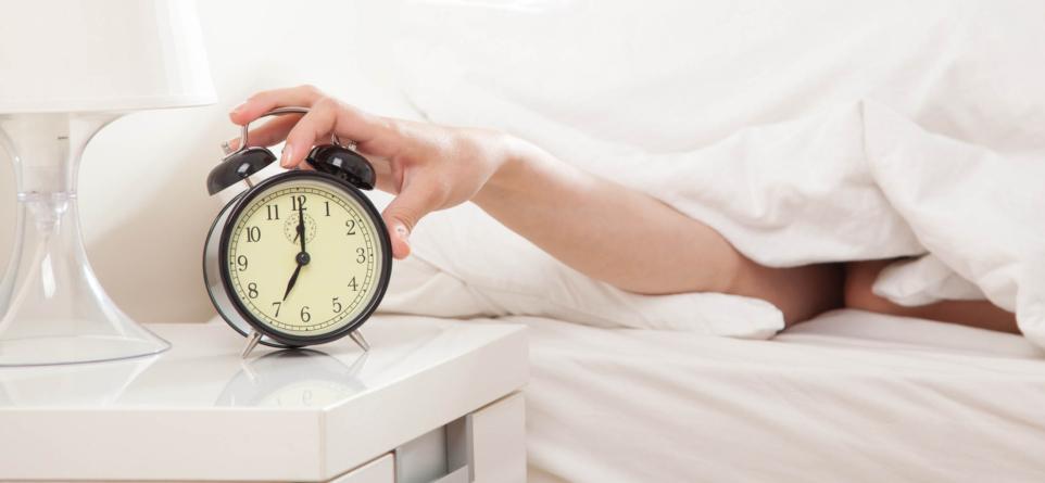 Un psicólogo de Harvard te dice qué es lo primero que debes hacer al despertar