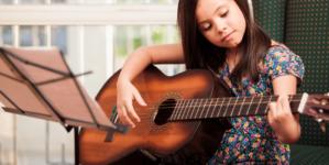 ¿Quieres un hijo listo? | Quítale el iPad y dale una Guitarra