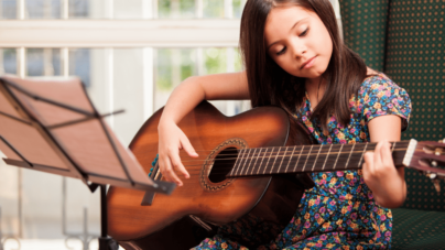¿Quieres un hijo listo?   Quítale el iPad y dale una Guitarra