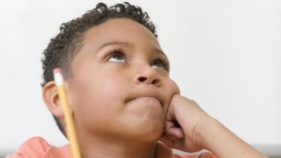 Enseñar filosofía a los niños los hace mejores en matématicas y lectura
