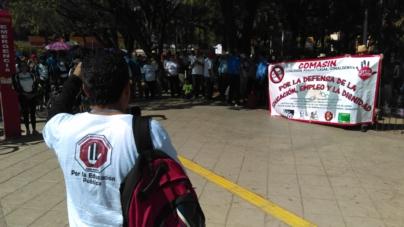 Maestros celebran protestando   ¡Si se trata de evaluar, por Peña y Nuño hay que empezar!