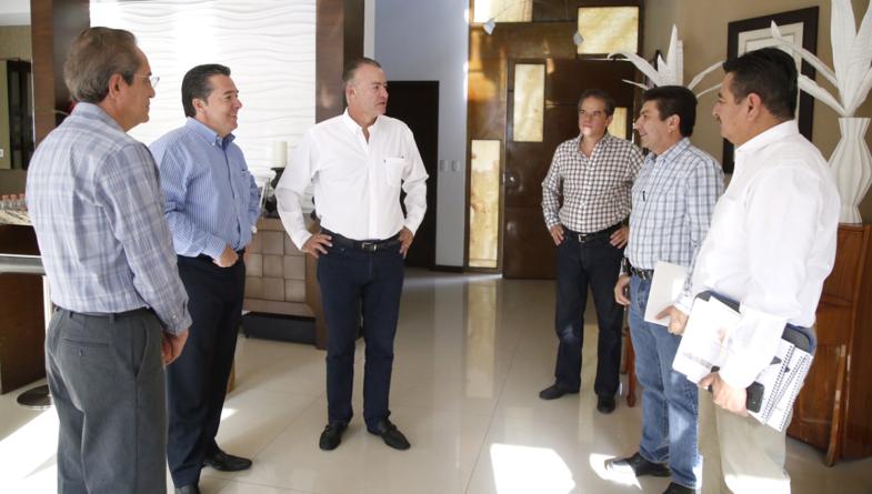 Gestiona Quirino Ordaz ejes carreteros y modernización de puertos ante SCT