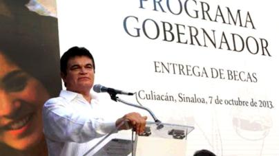 Malova presume en Conago su política educativa; diputado electo le pide pagar becas