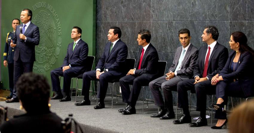 El PRI cierra filas con el presidente Peña Nieto sumido en crisis