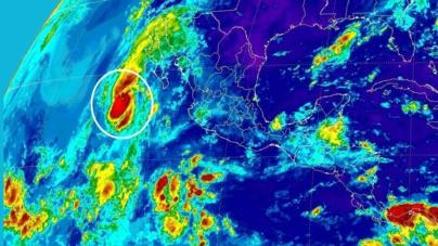 'Paine' es huracán y toma fuerza; se dirige a la península de Baja California