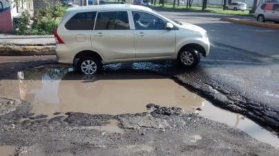 Ayuntamiento resuelve a ciudadanos daños causados por baches en Culiacán