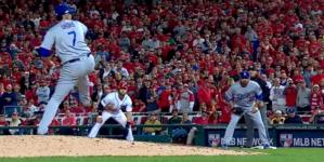 Julio Urías hace historia | Es el pícher más joven de Dodgers en lanzar en postemporada ¡y gana!