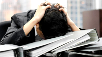 Mexicanos se enferman más por largos horarios laborales