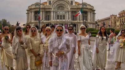 El mundo entero… un nuevo recorrido para 'La novia de Culiacán'