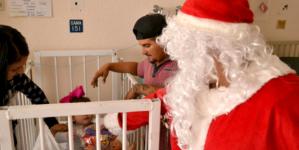 ¡Mami, mira, ahí viene Santa Claus! | Visita Santa el Hospital General
