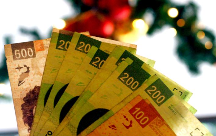 ¿Gastar o ahorrar el aguinaldo?   Incertidumbre económica modificará su destino