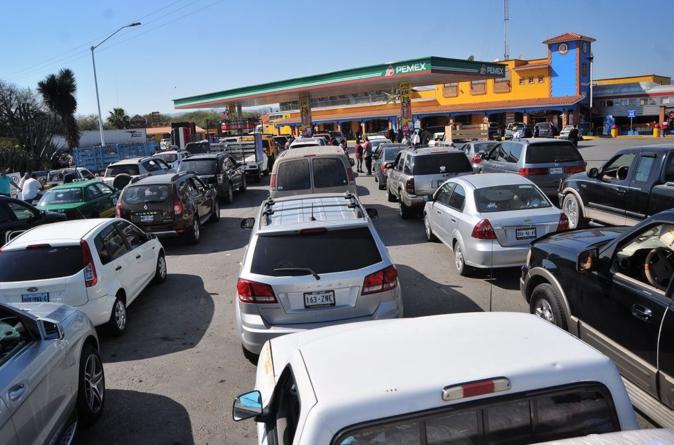 Desabasto de gasolina en 10 estados | Piden evitar compras de pánico