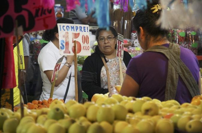 Dólar caro cambia hábitos de consumo de los mexicanos