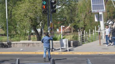 Cultura peatonal | Arriesgan la vida por llegar a Forum