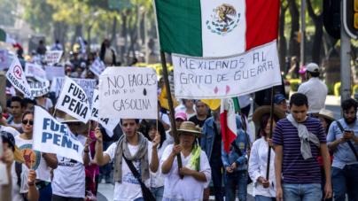 """Mexicanos al grito de: """"Peña Nieto, cancela viaje a EE. UU. y defiéndenos"""""""