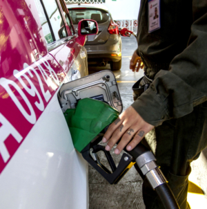 Llaman a culiacanenses a comparar precio de la gasolina; «Hay estaciones que la dan más cara»