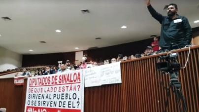 Cantan Himno Nacional en protesta por gasolinazo y revientan sesión del Congreso en Sinaloa