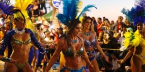 Carnaval de Mazatlán | Sangre, desfile y baños de pueblo