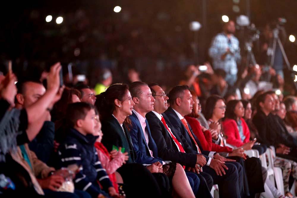 Autoridades presentes en la coronación de la reina del Carnaval.