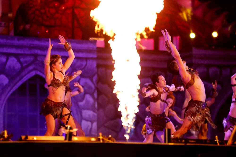 Danza, música y efectos especiales fueron parte del espectáculo.