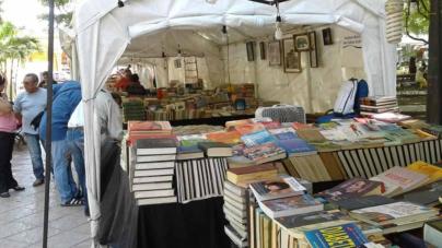 Estrada Ferreiro a favor de sacar el Tianguis del libro de la Plazuela Obregón