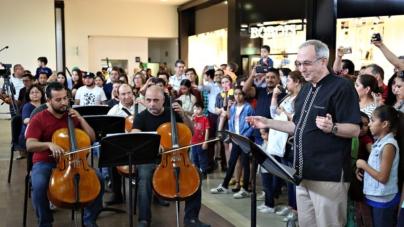 #Flashmob | La Ossla sorprende a Forum con el Huapango de Moncayo