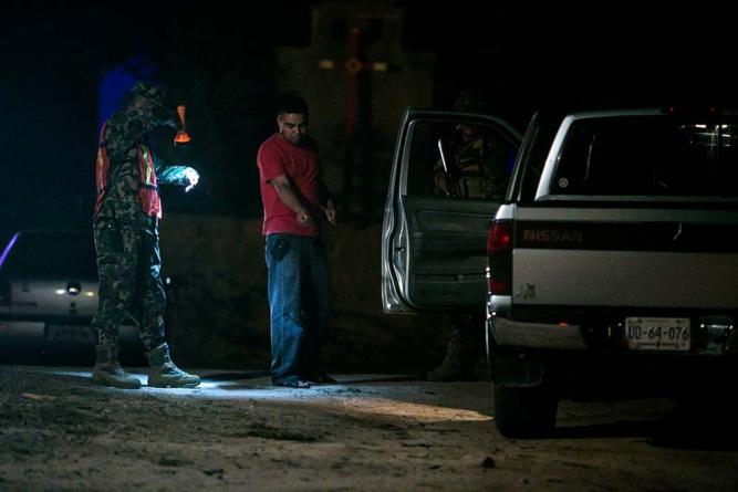 LO LEGAL ES | Nada ni nadie está por encima de la Constitución… excepto los retenes policiacos