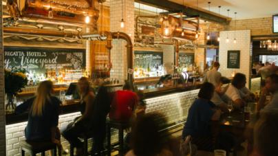 Restaurantes que son bares | ¿Llevar o no a mis hijos a cenar a estos lugares?