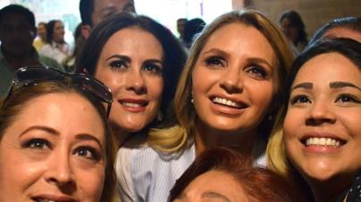 'El presidente Enrique Peña está trabajando mucho por todos ustedes', asegura Angélica Rivera