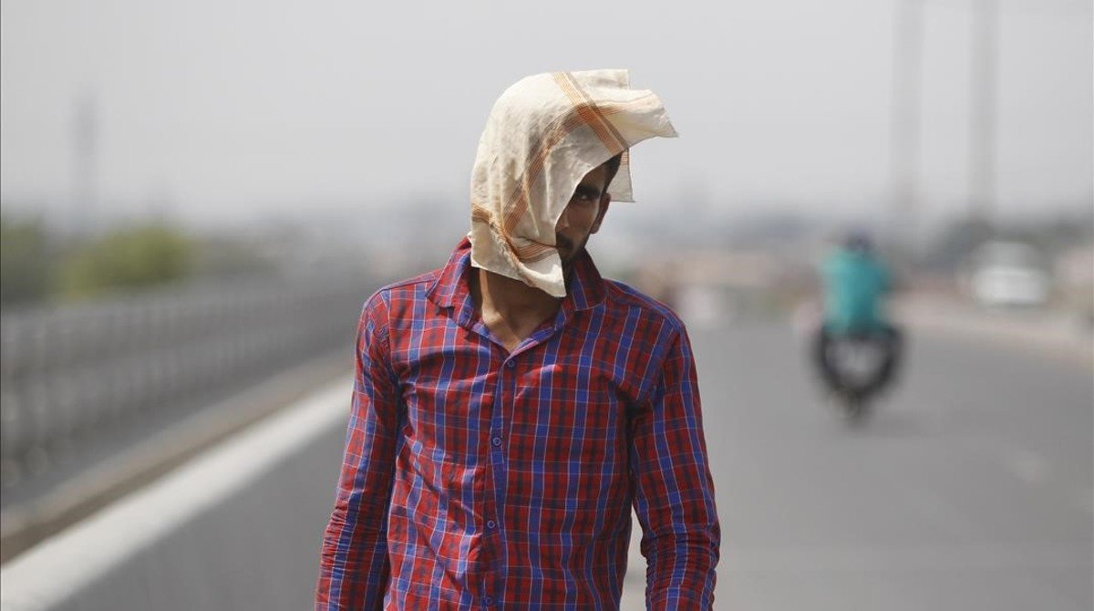 A man uses a cloth to protect himself from the sun during a hot summer day in Jammu  India  Friday  May 20  2016  The prolonged heat wave this year has already killed hundreds and destroyed crops in more than 13 states  impacting hundreds of millions of Indians   AP Photo Channi Anand