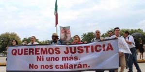 Marchan periodistas | 'Imploramos que apunten hacia otro lado y no contra inocentes'