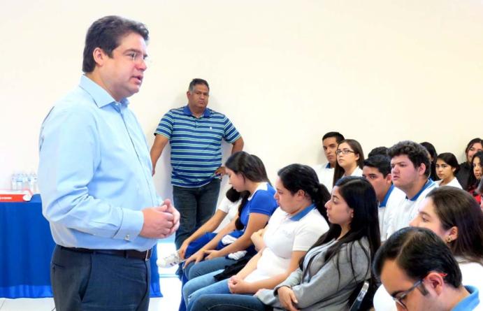'Pobreza y violencia, los mayores flagelos de los sinaloenses': Roberto Cruz