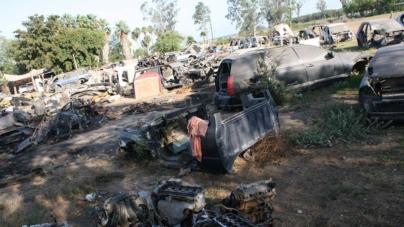 Localizan 60 vehículos con reporte de robo en un yonke en Eldorado