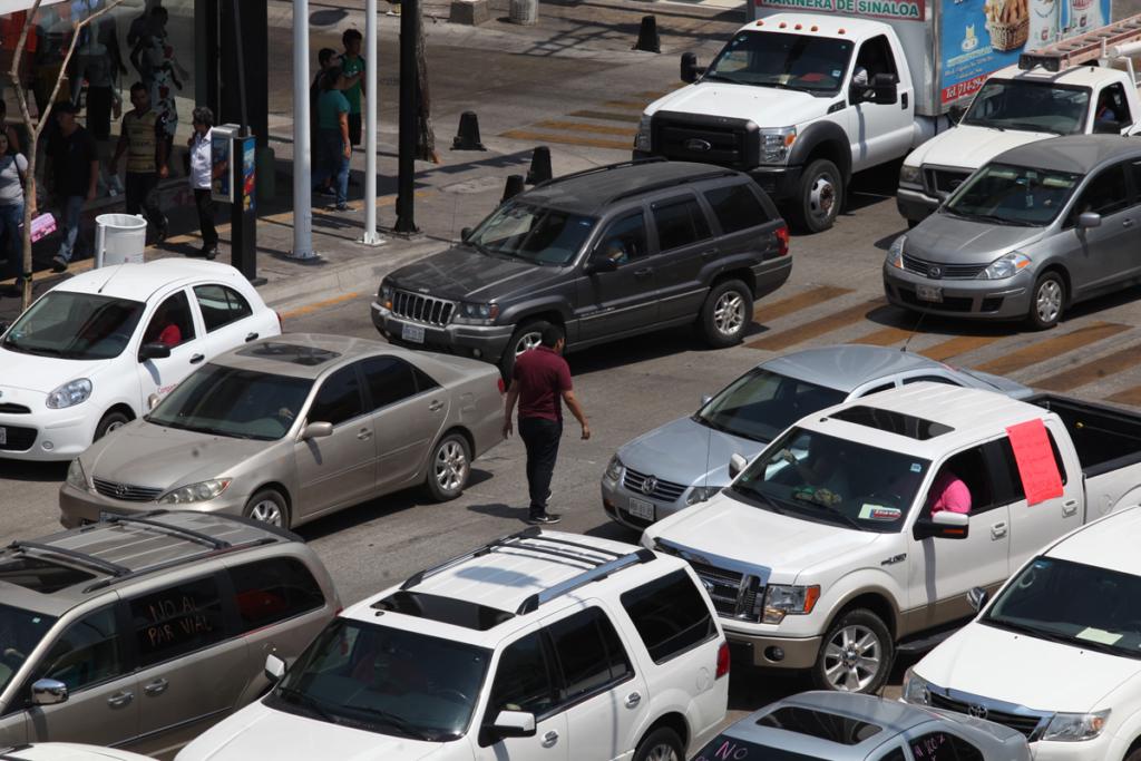 Manifestacion por el par vial en de los vecinos de la colonia chapultepec