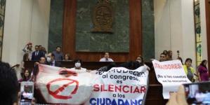 Aprueban diputados reforma constitucional en 'alterada' sesión del Congreso