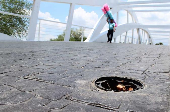 Brillan por su oscuridad   Puentes del parque Las Riberas son víctimas de vandalismo