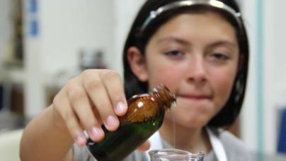 Por más mujeres en la ciencia | Invitan a campamento de Empoderamiento Científico para mujeres