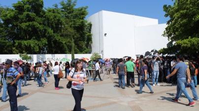 Cientos acuden al Centro de Ciencias de Sinaloa para presenciar el eclipse solar