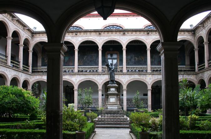 Corte ampara a estudiante universitaria contra cuotas de inscripción